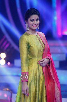 Celebrity Kids Blouse Designs, Silk Saree Blouse Designs, Kurta Designs Women, Indian Fashion Dresses, Indian Gowns Dresses, Indian Designer Outfits, Long Dress Design, Stylish Dress Designs, Stylish Dresses
