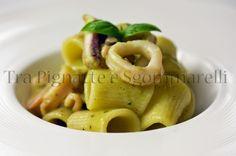 Mezzi maniche con calamari e crema di zucchine al basilico   Tra pignatte e sgommarelli