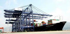 Five Giant Quayside Cranes Arrive at Peel Ports Liverpool2