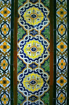 Azulejos geométricos antiguos en el Palacio de Lebrija, Sevilla. Matemolivares