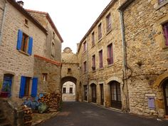 Montpeyroux -  Hérault dept. LanguedocRoussillon région, France        .....commons.wikimedia.org