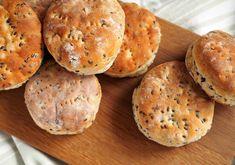 Mahtavan muhkeat herkkusämpylät - Kulinaari-ruokablogi Takana, Hamburger, Cupcakes, Bread, Food, Cupcake Cakes, Brot, Essen, Baking