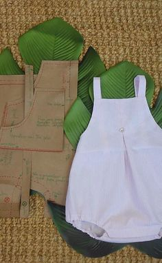 tutorial y patrón para ahcer pantalón con peto para bebé de 6- 9 meses