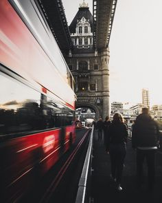 Join Ned Curtis of as he shares 3 days of exploring London with Skyscanner Australia. Leo Buscaglia, Robert Frost, Jackson, Monuments, Street Style London, Dubai, London Landmarks, Mood Images, London Pictures