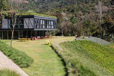 Частный дом JG с садом на крыше от студии MPGARQUITETURA