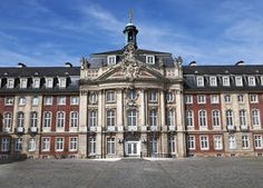 Magisterstudium der Politikwissenschaft, Nordischen Philologie und Öffentliches Recht an der Westfälische Wilhelms-Universität Münster, Beginn 1999, Abschluss 2006