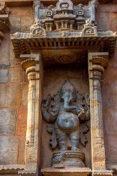 Thanjavur Brihadeeswarar Temple Ganesha Intricate Carvings Sri Ganesh, Ganesha Art, Lord Ganesha, Indian Temple Architecture, India Architecture, Temple India, Hindu Temple, Buddha India, Statues