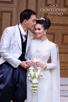 ชุดไทยศิวาลัย สีเงิน Thai Wedding Dress, Lace Wedding, Wedding Dresses, Fashion, Bride Dresses, Moda, Bridal Gowns, Wedding Dressses, La Mode