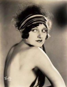STUDIO PORTRAIT - PARATTA L.A. - MOVIE STAR - GEORGIA HALE - LOOKING OVER SHOULDER WITH BIG HEADBAND - 1920s