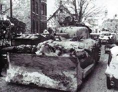 Rue de la Gare, Malmedy, january 1945. 30th Division troops preparing to attack south from Malmedy. ( Thirimont )