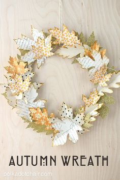 Paper Leaf Autumn Wreath Tutorial and lots of Gorgeous Fall Wreath Ideas Diy Fall Wreath, Autumn Wreaths, Fall Diy, Wreath Ideas, Spring Wreaths, Summer Wreath, Holiday Wreaths, Autumn Fall, Paper Leaves