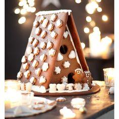Der Bastelspaß für die ganze Familie: passend gebackene Lebkuchen, um daraus ein riesengroßes Lebkuchenhaus zu bauen und es ganz nach Lust und Laune zu verzieren. #impressionen #christmas