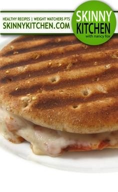 Skinny Barbecue Chicken Stuffed Pizza Melt. If you're craving pizza you'll love this one, especially if you like bbq chicken pizza! Each has only 223 calories, 4g fat & 6 Weight Watchers POINTS. PLUS. http://www.skinnykitchen.com/recipes/skinny-barbecue-chicken-stuffed-pizza-melt/