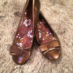 """Bronze ballet flats with bows Bronze ballet flats with bows on the toes. Length: 10"""", width: 3"""". Perfect condition. Shoes Flats & Loafers"""
