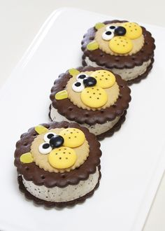 Your kids will love making these Lion Ice Cream Sandwiches for their last summer hurrah!