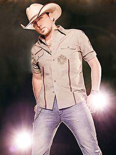 Saw his night train tour concert yeterday night (july 28th 2013) 99% SURE IT WAS THE BEST NIGHT OF MY LIFE!!! Thomas Rhett Jake Owen and my fav artist JASON ALDEAN!!!! AHHHHHHHH