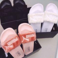 Puma X Rihanna Fenty Fur slides Pumas Shoes, Shoes Sandals, Shoes Sneakers, Puma Sandals, Puma Sneakers, Sneakers Fashion, Fashion Shoes, Flats, Cute Shoes