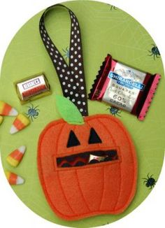 In The Hoop - Candy Bar & Candy Holders - Grinning Pumpkin Candy Holder - Embroidery Garden (Powered by CubeCart)