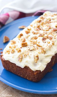 This easy hummingbird bread recipe is full of the flavors of the classic southern cake! This simple quick bread recipe is filled with sweet flavor, and is topped with the best cream cheese frosting! Best Donut Recipe, Donut Recipes, Muffin Recipes, Baking Recipes, Dessert Recipes, Bread Recipes, Brunch Recipes, Breakfast Recipes, Baking Breads