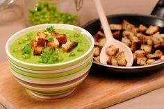 Invata sa prepari o supa crema de mazare verde absolut delicioasa si cremoasa! ►300 g mazăre (proaspătă sau congelată) ► 1 ceapă roşie ► 4 linguri ulei de măsline ► 10 g unt ► 1 legătură pătrunjel ► sare ► piper ► 1 l supă de legume (1 cubuleţ de supă) Încearcă şi reţeta noastră …