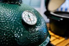 Kamado grills and Big Green Eggs are a truly unique range of grills, and offer a very different cooking experience to your run-of-the-mill charcoal or gas grill. With their ceramic builds and heavy insulation, they're Ceramic Cooker, Ceramic Grill, Beer Can Chicken, Canned Chicken, Kamado Grill, Bbq Grill, Types Of Ceramics, High Gloss Paint