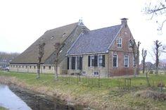 boerderij in Achlum. Holland Netherlands, New Farm, Old Farm Houses, Old Barns, Modern Buildings, Summer Time, Dutch, Farmhouse, Architecture
