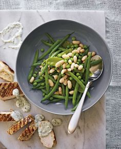 Michelle Bridges shares an easy chicken breast recipe from her cookbook Superfoods. It's healthy, full of flavour and leftovers make a great next-day lunch. Pea Recipes, Salad Recipes, Superfoods, Popsugar, Michelle Bridges, Spring Salad, Summer Salads, Easy Eat, Healthy Chicken Recipes