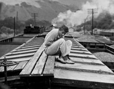Cal Trask of Steinbeck's East of Eden (portrayed by James Dean) Old Hollywood Actors, Vintage Hollywood, Classic Hollywood, James Dean Pictures, Elia Kazan, Rebel Without A Cause, Lulu Love, Jimmy Dean, East Of Eden