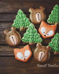These decorated bear and fox sugar cookies are so CUTE!