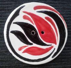 bottone decorativo diametro cm 6,5.Modellato e decorato a mano.