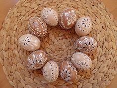 Eastern Eggs, Carved Eggs, Ukrainian Easter Eggs, Egg Designs, Faberge Eggs, Egg Art, Egg Decorating, Line Design, Coco