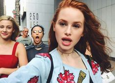 Riverdale actress, Madeline Petsch provides a peek at how one rising style star dressed for the television upfronts. Riverdale's Madelaine Petsch Spends 48 Glamorous Hours in New York Riverdale Cheryl, Riverdale Cw, Riverdale Funny, Riverdale Memes, Riverdale Comics, Riverdale Fashion, Vanessa Morgan, Betty Cooper, Lili Reinhart