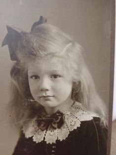 Antique-CABINET-CARD-Photo-c1900-Adorable-Angelic-Pretty-Blond-Girl-SPIEGEL