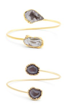 Natural agate stone open cuff bracelet in bendable gold-toned metal that fits to your wrist