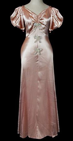 Women back in the didn't just get married in white. They chose dresses in any color. You can often find the most glamorous and beautiful dresses in non-white colors. Madame Gres, Vintage Gowns, Vintage Outfits, Vintage Clothing, Vintage Lingerie, 1930s Fashion, Vintage Fashion, Fashion News, Lanvin