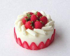 Sumptuous Strawberry and White Chocolate Cake
