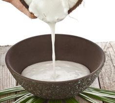 Help Your Hair Grow Faster and Healthier:: Coconut Milk helps the hair grow long and thick (from a can is fine). Rub it on the scalp, leave it an hour or so, then wash out. Use once-a-week for dry/damaged hair or every weeks for normal hair. Best Beauty Tips, Health And Beauty Tips, Diy Beauty, Beauty Hacks, Fashion Beauty, Health Tips, Fast Fashion, Beauty Women, Beauty Makeup