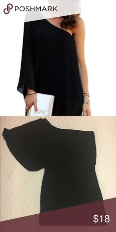 BLACK MINI DRESS WITH ONE LOOSE SLEEVE. ▪️loose one shoulder dress. ▪️fitting mini skirt bottom ▪️95% rayon, 5% elastic. ▪️made in the usa. 🇺🇸 ▪️not forever 21 but similar to their style.   •(feel free to send a reasonable offer)• Forever 21 Dresses Mini