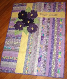 Stitchnquilt: Violet's Quilt by Elaine. Looks like jelly roll strips. Violets Quilt--A great idea for a very fast quilt This was a WIP, but is now finished. I started it a couple of months ago - here and here . She had a baby she named Violet and so it h Quilt Baby, Baby Quilts Easy, Baby Quilt Patterns, Jelly Roll Quilt Patterns, Baby Girl Quilts, Girls Quilts, Quilting Patterns, Quilting Ideas, Jellyroll Quilts