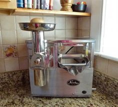 How to make Nut Butter in Norwalk, Champion or similar Juicer Juicer Recipes, Raw Food Recipes, Norwalk Juicer, Raw Almond Butter, Homemade Peanut Butter, Kitchen Aid Mixer, Juicing, Smoothies, Favorite Recipes