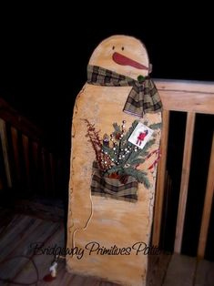 primitive snowman with light - Bing Images Wooden Snowman Crafts, Wooden Snowmen, Primitive Snowmen, Primitive Crafts, Wood Crafts, Painted Snowman, Primitive Signs, Primitive Christmas, Country Christmas