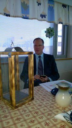 Kaupunginjohtaja raatailemassa kanssamme Kuusamon työllistämismahdollisuuksista. Kalastus, villiruoka ja biotalous hyviä vaihtoehtoja.