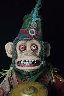 Monkey Doll, Monkey Art, Scary Halloween Decorations, Halloween Diy, Creepy Old Photos, Polymer Clay Steampunk, Creepy Toys, Jack In The Box, Julien