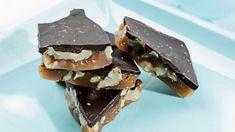 Hjemmelavet karamel | SØNDAG | Opskrifter Danish Food, Homemade Candies, Food And Drink, Snacks, Sweets, Candy, Chocolate, Breakfast, Recipes