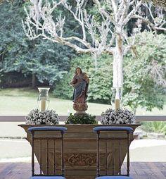 Altar decorado para cerimônia casamento no campo - arranjos de mosquitinhos/gipsofila (Foto: Isabel Becker )