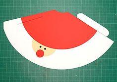 切り抜く サンタクロースコーンハットの作り方