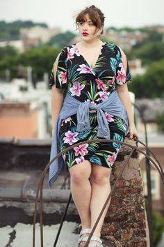 Body Positivity in Examining Body Positivity With Plus Size Activists and Influencers – Body Positivity - Agli Plus Zise, Mode Plus, Plus Size Party Dresses, Plus Size Outfits, Curvy Fashion, Plus Size Fashion, Fat Fashion, Molliges Model, Plus Size Kleidung