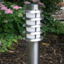 These stainless steel solar pathway lights combines classical style with function and will illuminate your driveway, pathway or patio at night.