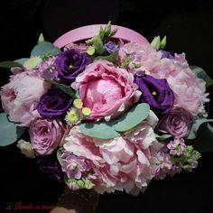 #trends #flowers #box #peony #peonies #scent #scentofawoman #blush #pink #blossom #flowersbox #vip #flowersinabox #madewithjoy #paulamoldovan #livadacuvisini #buchet #cutie #flori #cutiecuflori #floriincutie #bujori #roz #ultraviolet #pantone2018 Pink Blossom, Flower Boxes, Ultra Violet, Peony, Pantone, Blush Pink, Vip, Floral Wreath, Wreaths