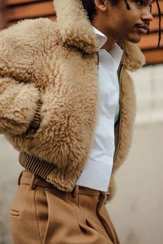 The Most Gorgeous Street Style Photos From Couture Fashion Week See our favorite street style moments from Paris Couture Fashion Week Latest Mens Fashion, Fashion Mode, Look Fashion, Trendy Fashion, Fashion Design, Fashion Trends, Mens Fashion 2018, Fashion Styles, Fashion Photo
